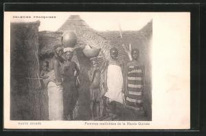 AK Haute Guinee, Femmes malinkees de la Haute Guinee, Frauen vor der Hütte
