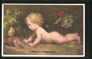 Künstler-AK M. Munk Nr. 1039: Herzliche Ostergrüsse!, nacktes Kind mit Küken und Glocke
