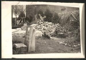 Fotografie 1.WK, Friedhof mit Massengrab gefallener Soldaten