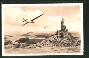 AK Fliegerdenkmal auf der Wasserkuppe, Segelflugzeug mit