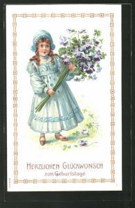 Präge-AK Geburtstagsgratulantin mit einem Strauss Veilchen