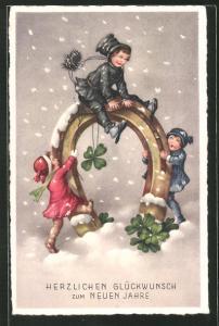 AK Glückwunsch zum neuen Jahre, kleiner Schornsteinfeger auf Hufeisen