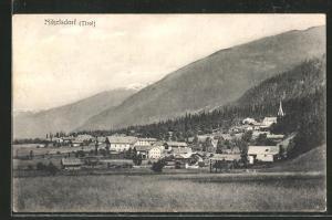 AK Nikelsdorf in Tirol, Ortspanorama mit Gebirge im Hintergrund