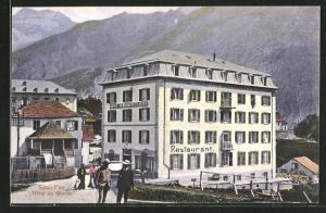 AK Saas-Fee, Hotel du Glacier mit Bergen im Hintergrund