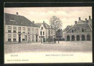 AK Sluis, Markt, Hoofdwacht en Wilhelmina boom