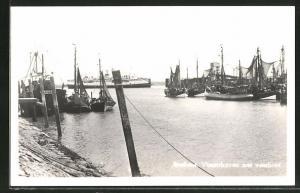 AK Breskens, Vissershaven met veerboot