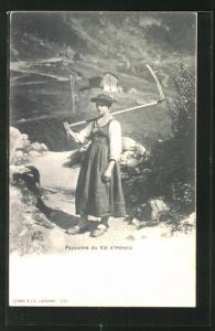 AK Paysanne du Val d'Hérens, Teilansicht mit Bäuerin