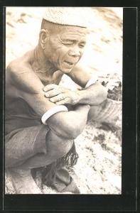 AK Indonesien, alter Fischer am Strand