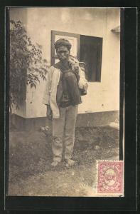 AK Indonesien, Mann trägt Krüge