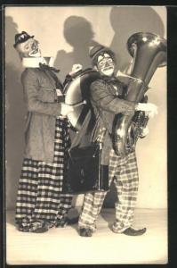 Foto-AK Zwei Clowns mit Pauke und Tuba