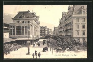 AK Montreux, La Gare, Strassenpartie am Bahnhof