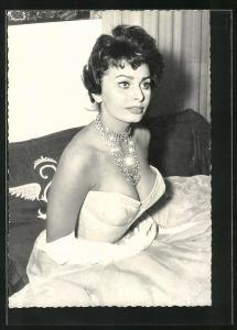 AK Sophia Loren, Portrait der Schauspielerin mit Juwelenhalsband