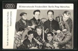 AK XII. Internationale Friedensfahrt 1959 Berlin-Prag-Warschau, Fotomontage mit Radsportlern, Etappenort Leipzig
