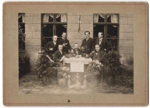 Fotografie Kegel-Club Wutie 1894, Vereinsmitglieder beim Clubtreffen