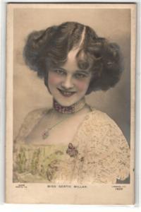 Relief-AK Schauspielerin Miss Gertie Millar