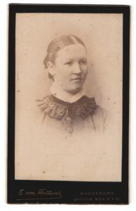 Fotografie E. von Flottwell, Magdeburg, Portrait Fräulein mit zusammengebundenem Haar