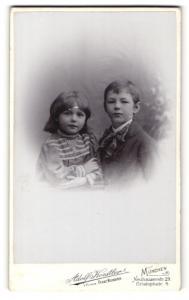 Fotografie Adolf Koestler, München, Junge und Mädchen mit Büchern
