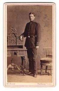 Fotografie W. Risse, Marburg / Lahn, Portrait junger Soldat in interessanter Uniform