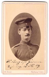 Fotografie W. Risse, Marburg / Lahn, Portrait Soldat mit Schnurrbart und Schirmmütze in Uniform