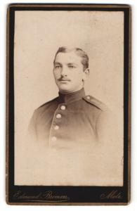 Fotografie Edmund Bremen, Metz, Portrait charmant blickender Soldat in Uniform