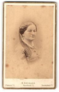 Fotografie H. Axtmann, Auerbach i. V., Portrait wunderschöne betagte Dame mit Kopftuch