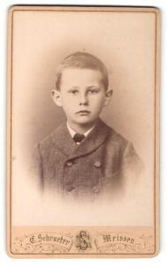 Fotografie Ernst Schroeter, Meissen, Knabe im Sonntagsanzug