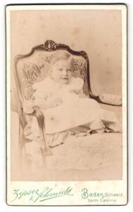 Fotografie Zipser & Schmidt, Baden, Kleinkind blickt freundlich in die Kamera