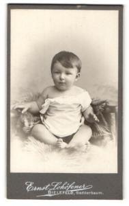 Fotografie Ernst Lohöfener, Bielefeld, Portrait niedliches Kleinkind im weissen Hemd