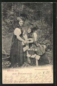 AK Mädchen in Schwarzwaldtracht im Wald