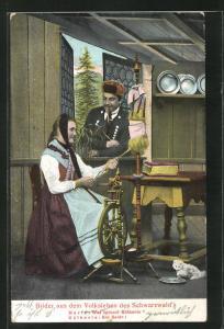 AK Frau in Schwarzwälder Tracht am Spinnrad