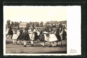 AK Schwälmer Mädchen beim Tanz, hessische Tracht