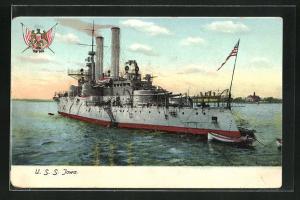 AK Kriegsschiff U. S. S. Jowa vor der Küste