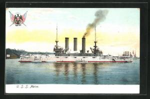 AK Kriegsschiff U. S. S. Maine vor der Küste