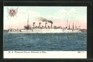 AK Kriegsschiff U. S. Columbia vor der Küste
