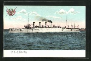 AK Kriegsschiff U. S. S. Columbia vor der Küste