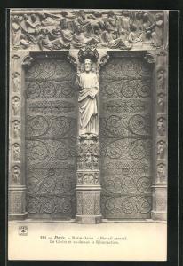 AK Paris, Cathédrale Notre-Dame, Portail central, le Christ et au-dessus la Resurrection
