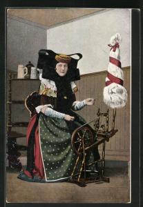AK Frau in Tracht Schaumburg-Lippe am Spinnrad