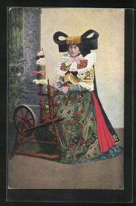 AK Frau am Spinnrad in Tracht Schaumburg-Lippe