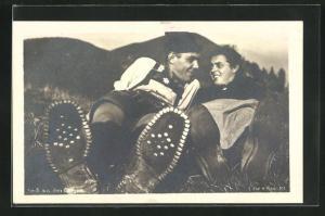 AK Frau und Mann in den Bergen, Bergsteigen