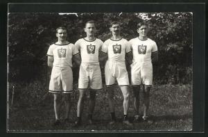 AK Vier Männer im Sportdress, Fussball