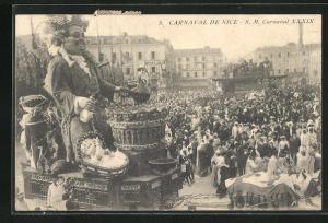 AK Nice, Carnaval, S. M. Carnaval XXXIX, Umzugswagen mit grossen Puppen vor Publikum