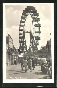 AK Wien, Besucher am Riesenrad des Wiener Prater