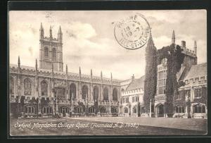 AK Oxford, Magdalen College Quad.