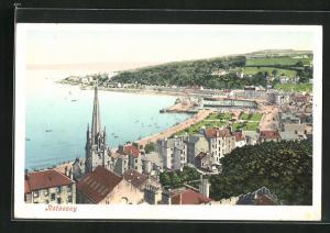 AK Rothesay, Ortsansicht über Häuser und Kirchturm mit Blick auf das Meer und Umgebung