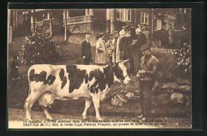 AK Seattle, Le Marechal Joffre admirant dans une de nos Fermes modeles la vache Segis Pietertje Prospect