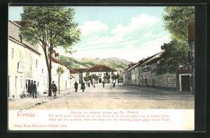 AK Cetinje / Cettigne, Blick auf den mitteleren Tail der Stadt von Hofburg-Gasse gegen Grand Hotel