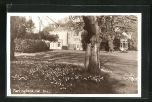 AK Farringford, Gartenpartie mit Gebäudeansicht