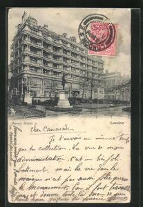 AK London, Anlagen und Denkmal vor dem Savoy Hotel