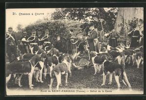 AK Saint-Fargeau, Début de la Curée, Jäger und Jagdhunde mit der Beute