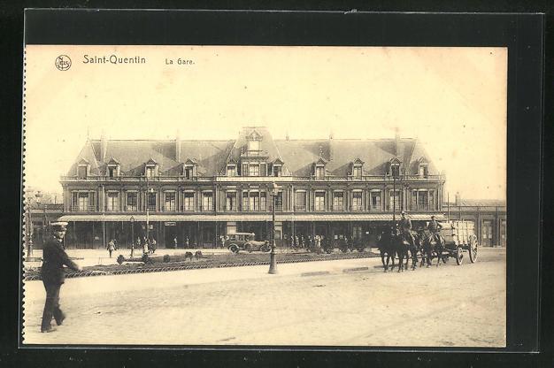 AK Saint-Quentin, La gare, Partie am Bahnhof mit Pferdekutschen 0